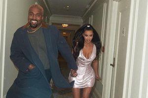 Как дети малые: Ким Кардашьян в мини с мужем Канье Уэстом побегали по коридору