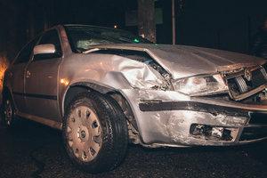 Две Skoda столкнулись в Голосеевском районе, пострадала женщина-пассажир