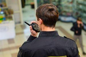 В Мелитополе пьяная парочка устроила драку в супермаркете: опубликовано видео