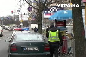 """Сложности растаможки: на """"евробляхах"""" наживаются мошенники, а водители жалуются на дороговизну"""