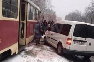 В Киеве из-за ДТП заблокировано движение трамваев в Шевченковском районе