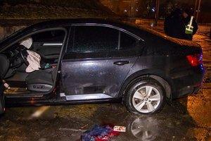 В Днепре водитель легковушки врезался в ограждение и пытался застрелиться