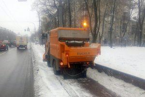 Улицы Киева посыпали противогололедным средством, снег чистят 363 автомобиля