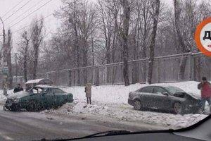 Снегопад в Киеве: выросло число ДТП из-за гололеда и летней резины