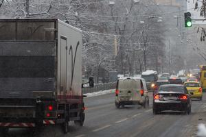 Фурам и грузовикам запретили въезд в Киев из-за снегопада