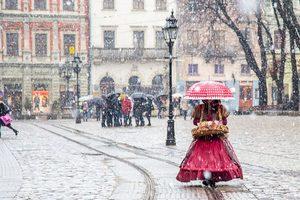 Во Львов несмело возвращается зима: будет  снег и гололедица