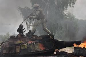Подбил танки и сорвал наступление врага под Дебальцево: Порошенко присвоил Героя Украины бойцу ВСУ
