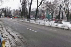 Днепр и область замело снегом: увеличилось количество ДТП, на дорогах образовались пробки