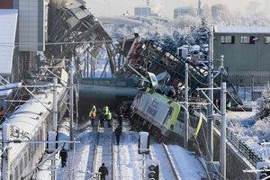 Столкновение поездов в Турции: задержаны первые подозреваемые в трагедии