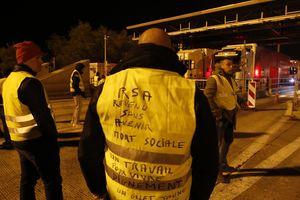 """Протесты """"желтых жилетов"""" во Франции: грузовик въехал в демонстрантов"""