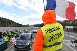 """Из-за """"желтых жилетов"""" во Франции отменили еще два футбольных матча"""
