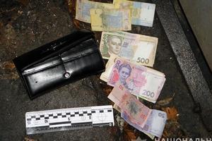 За день на улицах Киева отобрали кошельки у двух женщин
