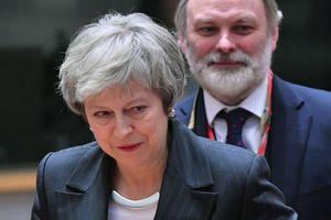 Тереза Мэй покинула саммит ЕС по Brexit без комментариев