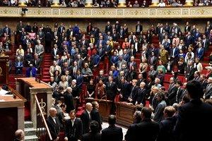 Предложение о вотуме недоверия правительству Франции не прошло в парламенте