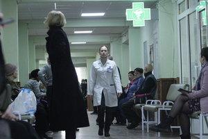 Гололед в Киеве: за сутки к врачам обратились десятки людей