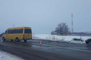 В Кировоградской области столкнулись микроавтобус и внедорожник: пять пострадавших
