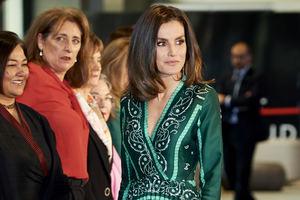 В изумрудном платье с вышивкой: королевский образ Летиции Ортис