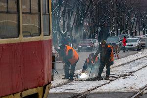 В Днепре трамвай на ходу слетел с рельсов: движение электротранспорта парализовано