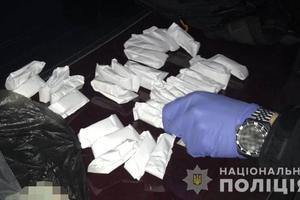 В Запорожье копы остановили автомобиль с грузом наркотиков