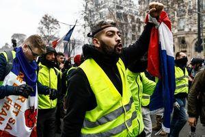 """Протесты """"желтых жилетов"""": в Париже и пригороде задержали 37 человек"""