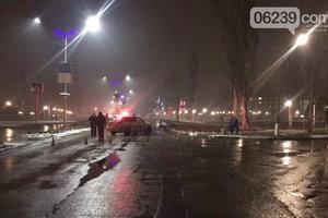 На Донбассе лихач насмерть сбил двух мужчин на переходе и скрылся с места ДТП
