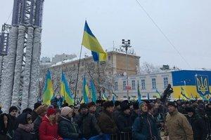 В центре Киева полиция задержала двух мужчин с ножом и нунчаками