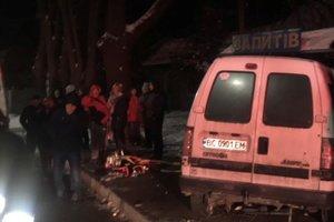 Во Львовской области столкнулись грузовик и микроавтобус: есть погибший и пострадавшие