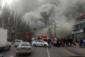 """Масштабный пожар в Одессе: горит """"Новая почта"""", мебельный цехи, шиномонтаж"""