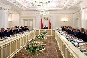 Лукашенко провел закрытое совещание из-за давления России - СМИ