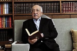 Глава МИД Турции сообщил о возможности экстрадиции Гюлена