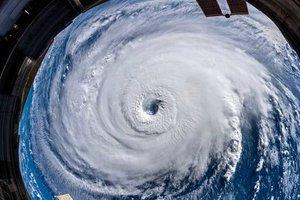 На Индию надвигается мощный ураган: тысячи спасателей и полицейских приведены в полную боеготовность