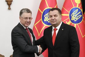 Курт Волкер и Степан Полторак. Фото: twitter.com/usembassykyiv