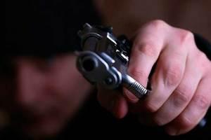 В Харькове прохожие вместе с полицией задержали хулигана с пистолетом
