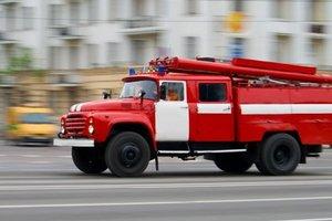 На Позняках в Киеве загорелся лицей: детей эвакуировали