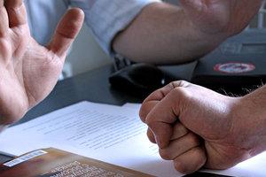 Юристы рассказали, как коллекторы обманывают украинцев