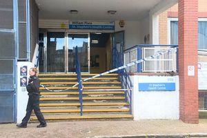 В Лондоне неизвестный с ножом напал на медицинский центр