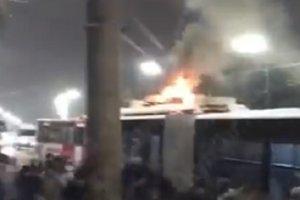 На Телиги в Киеве загорелся троллейбус с пассажирами