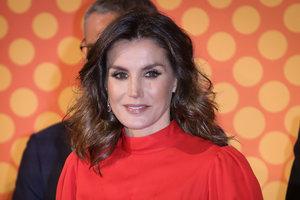 В красном платье своей свекрови: Королева Летиция на церемонии в Мадриде