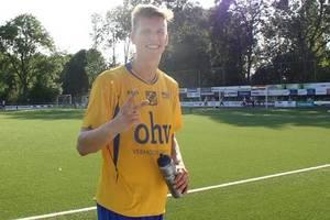 Футболист потушил файер пивом во время матча