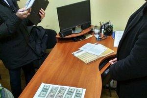 В Черкасской области на взятке поймали чиновника миграционной службы