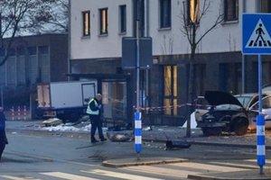 В Германии автомобиль влетел в автобусную остановку, 10 пострадавших
