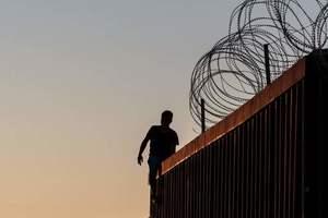 В Конгрессе США согласились выделить средства на строительство стены на границе с Мексикой