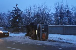 На трассе под Киевом перевернулась маршрутка с пассажирами