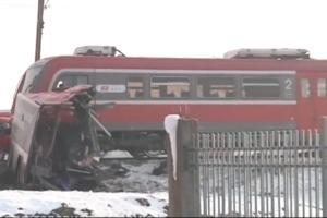 В Сербии поезд протаранил автобус: трое погибших, десятки пострадавших