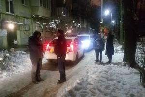 В Киеве полицейский под угрозой ножа ограбил 12-летнюю девочку