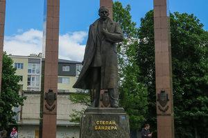 Празднование дня рождения Бандеры в Украине: появилась истеричная реакция России