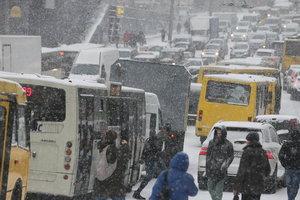 Киев в пятницу застрял в многочисленных пробках