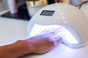 Вызывает ожоги и аллергию: чем опасен некачественный гель-лак для ногтей