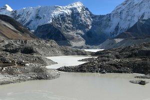 В Непале автобус со школьниками упал в ущелье: погибли 23 человека