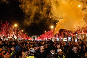 """Очередная волна протестов """"желтых жилетов"""" собрала около 40 тысяч участников"""
